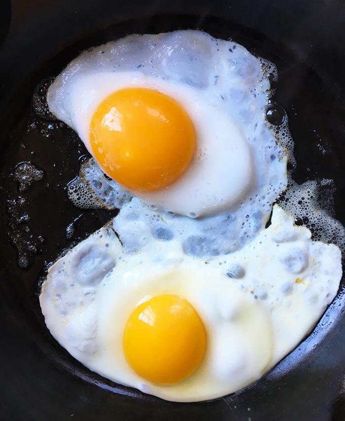 Fried duck egg (top) versus chicken egg (bottom). Duck eggs better than chicken eggs
